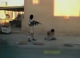 ISIS Execution of Iraqi soldier shooting AK47