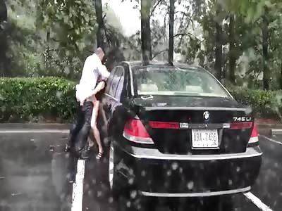 Amateur Rich Guy Fucks A Hooker In The Rain By His Car
