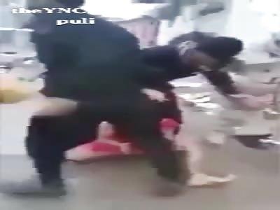 Iraqi army Brutally assaults on iraqi  civilians in #Mosul